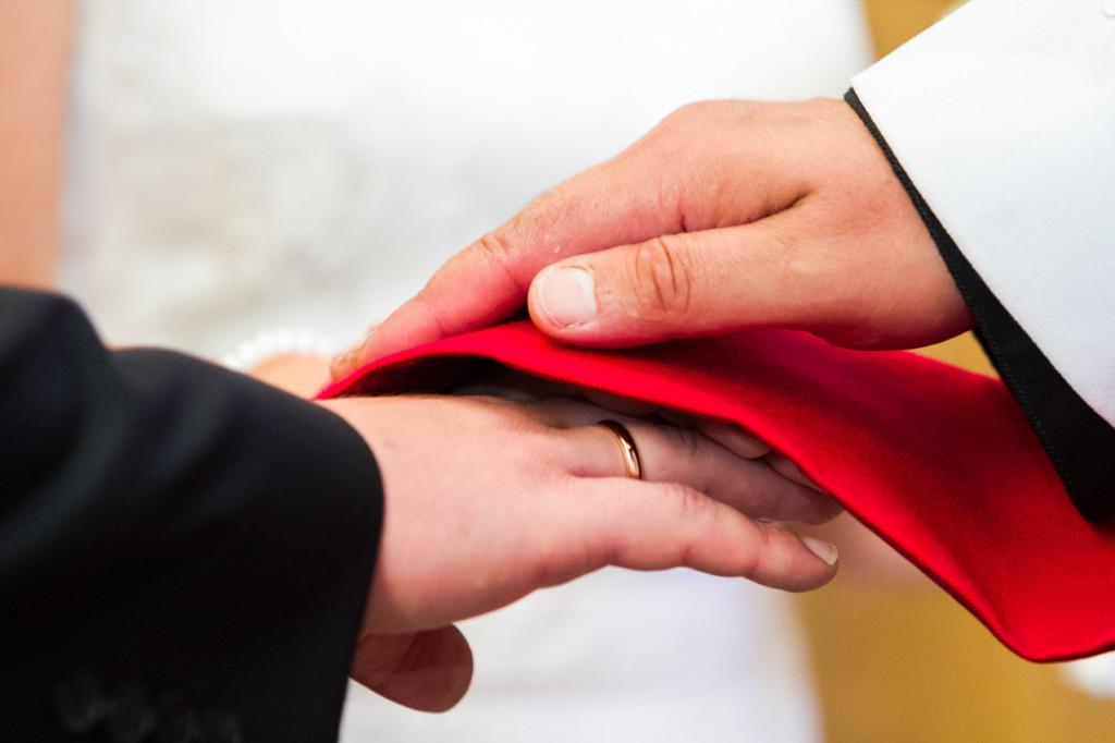 pulmafoto, Hiiu pulm, pulmafoto, laulatus Pyhalepa kirikus