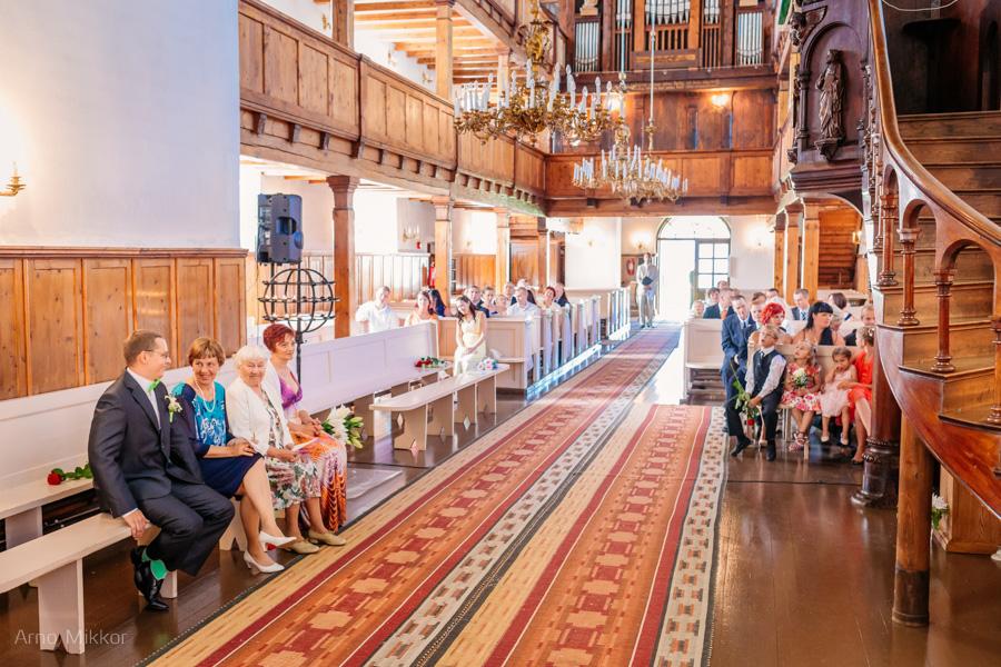 laulatus Põltsamaa kirikus, pulmafoto, pulmafotograaf