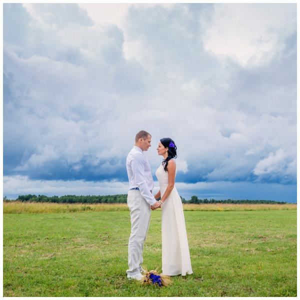 Ilusal vihmasel päeval- pulmapidu Endla talus Harjumaal